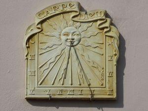 cadran solaire avec mention carpe diem